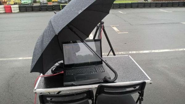 Alienware M17x R3 im Regen